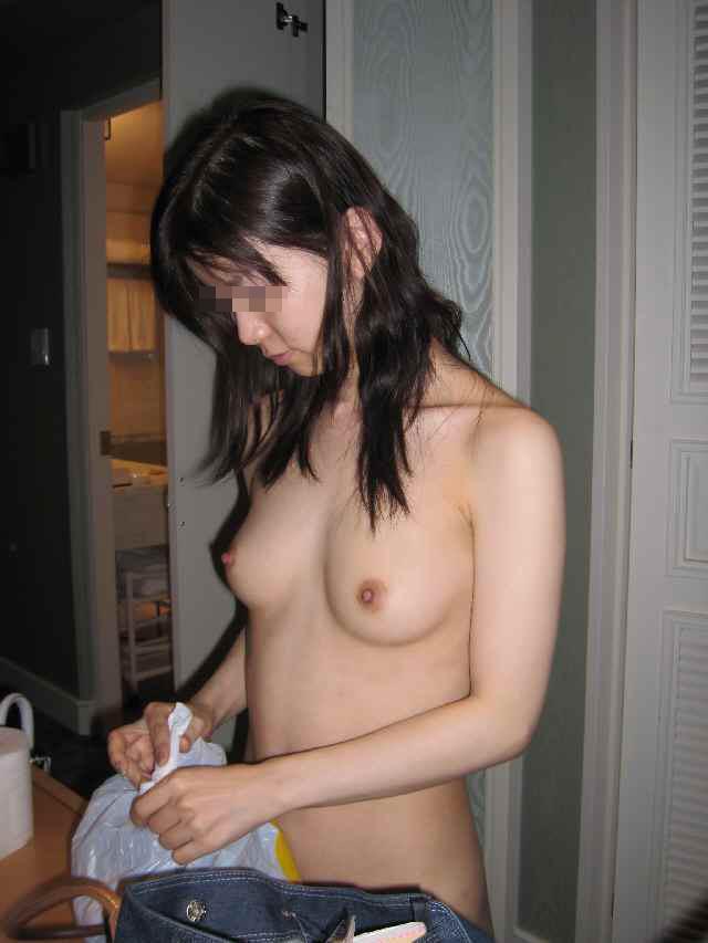 【素人美乳】美乳に大きさは関係ない!形と乳首が綺麗なおっぱい美乳素人たちの画像 03