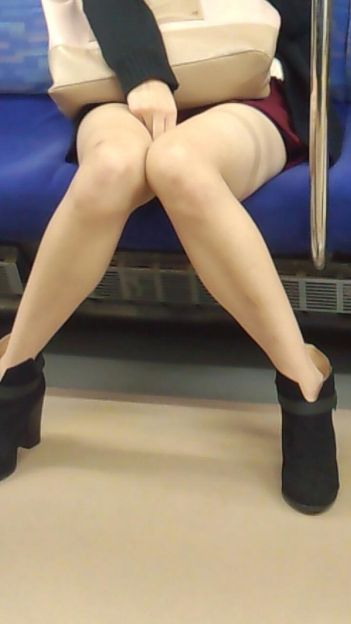 【OL美脚画像】街行く働くお姉さんのパンスト脚が美しい割合は限りなく高いwww 01