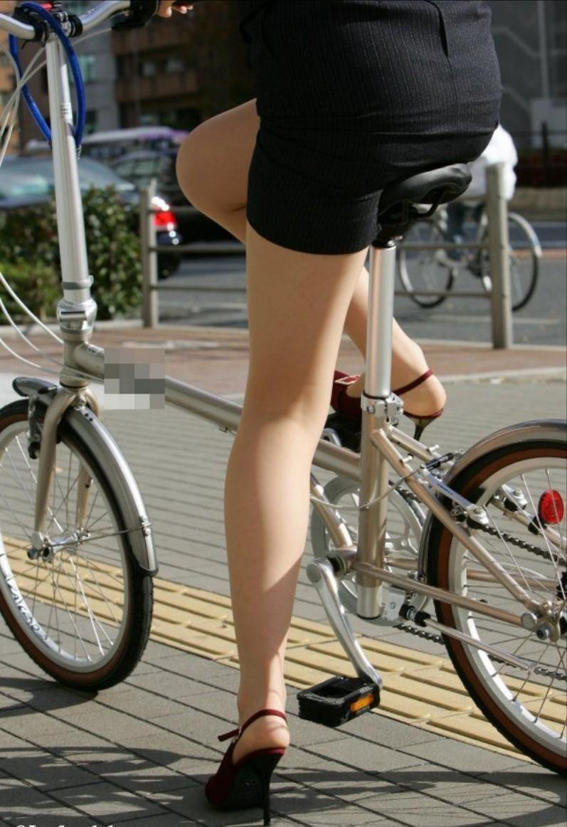 【OL美脚画像】街行く働くお姉さんのパンスト脚が美しい割合は限りなく高いwww 15