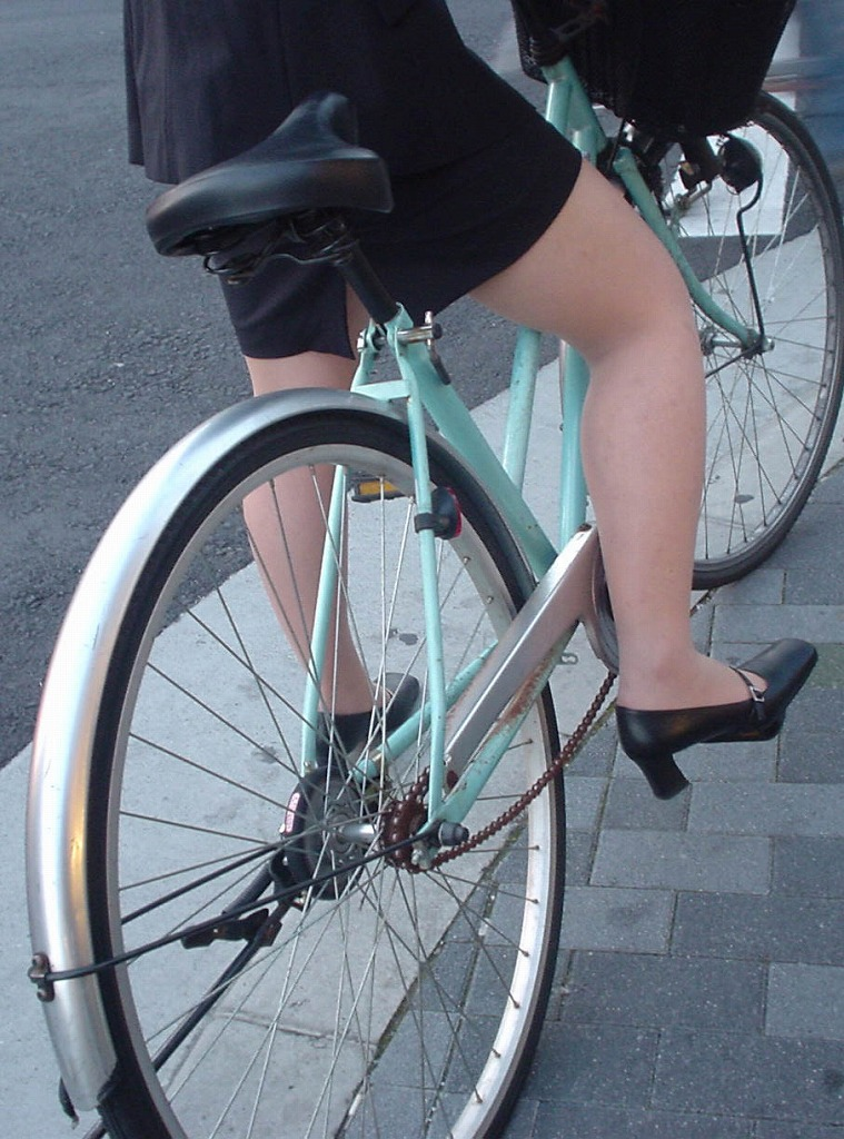 【OL美脚画像】街行く働くお姉さんのパンスト脚が美しい割合は限りなく高いwww 16