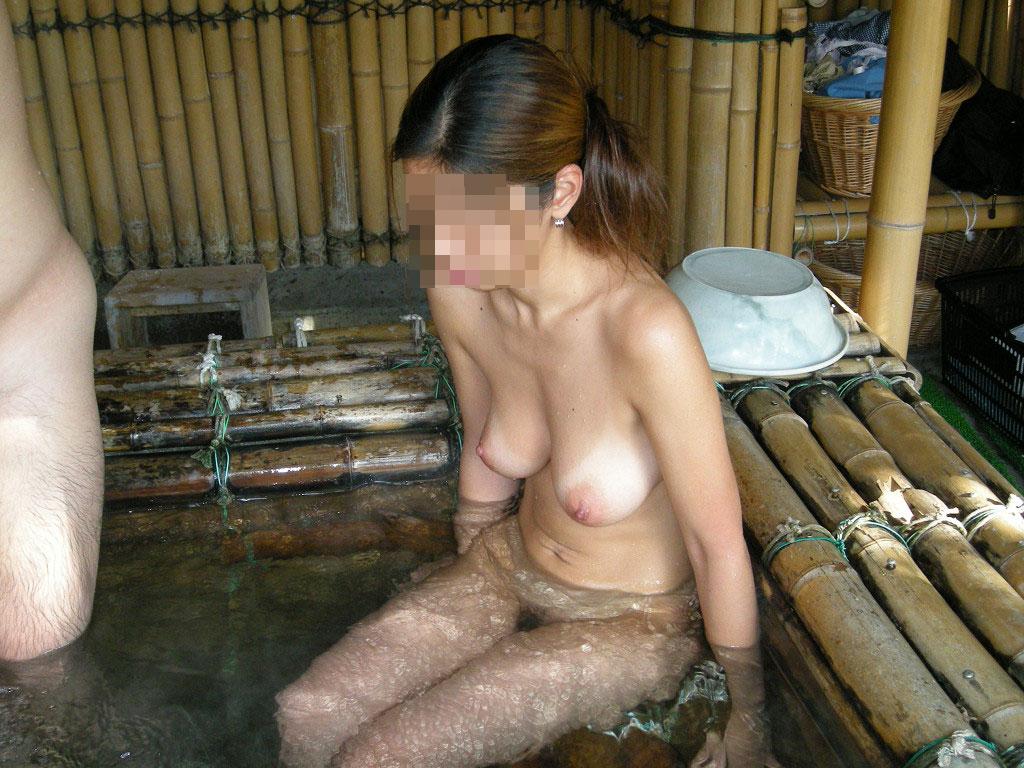 【素人露天風呂】温泉で調子にのってヌードモデルの真似して撮られる嫁たちwww 05