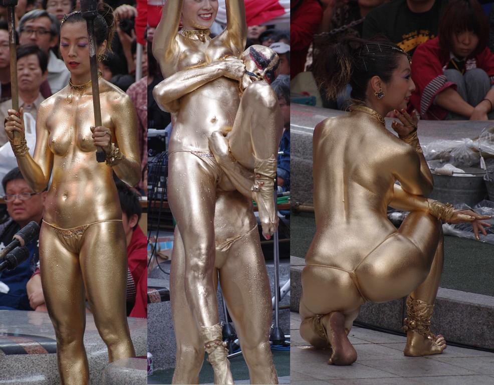 【金粉ショー画像】エロいけど伝統行事www金ぴか裸体で派手に踊る金粉ショー画像 16