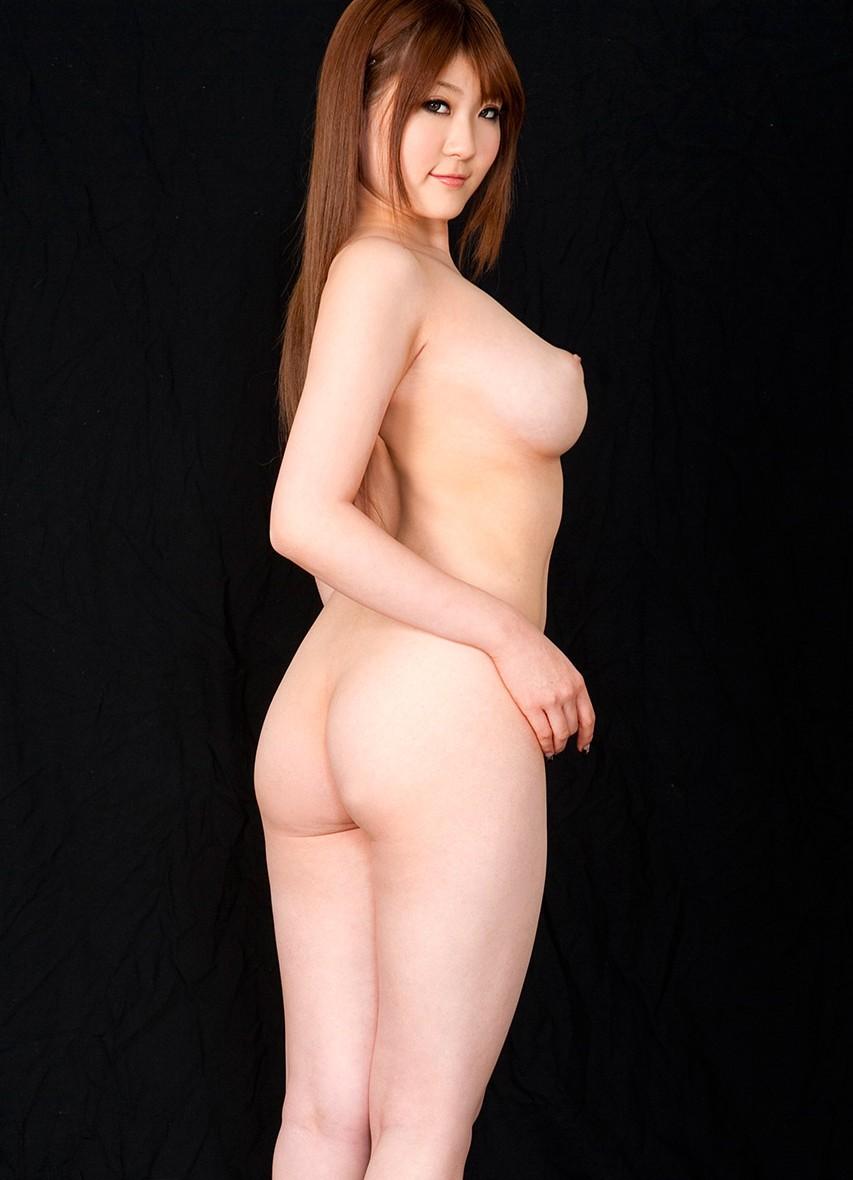 【横乳】おっぱいを横から見たら乳首の尖りと乳房の向きがよく判るよね(エロ画像) 02