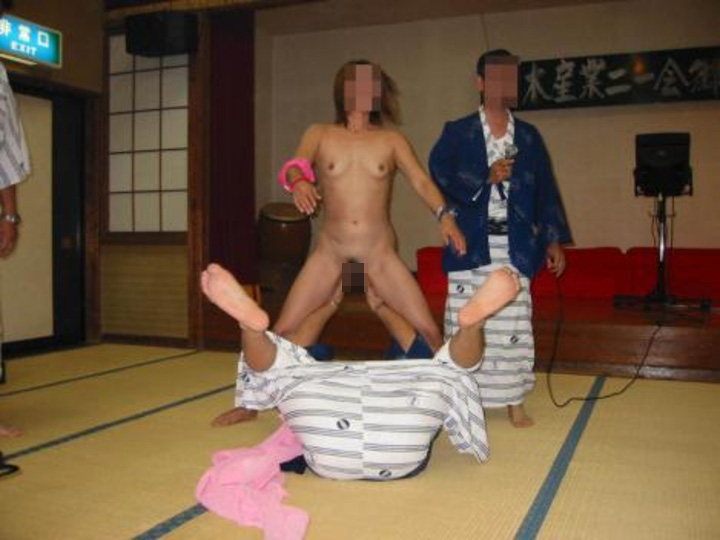 【素人痴態】地方の旅館でピンクコンパニオン呼んだらこんな遊びできますwww(エロ画像) 07