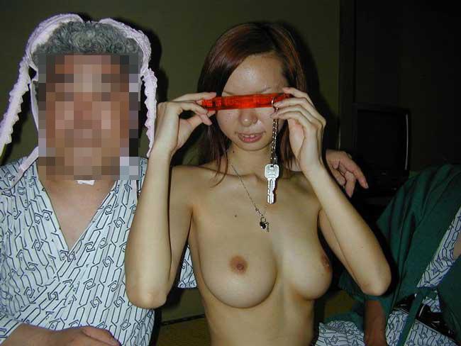 【素人痴態】地方の旅館でピンクコンパニオン呼んだらこんな遊びできますwww(エロ画像) 20