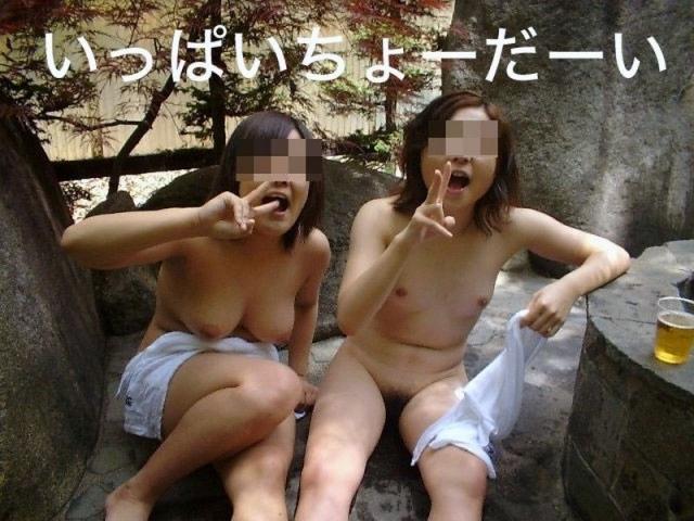 【集合写真】お嫁にいけませんw旅先のお風呂でエロノリ写真撮ってしまった人達(エロ画像) 10