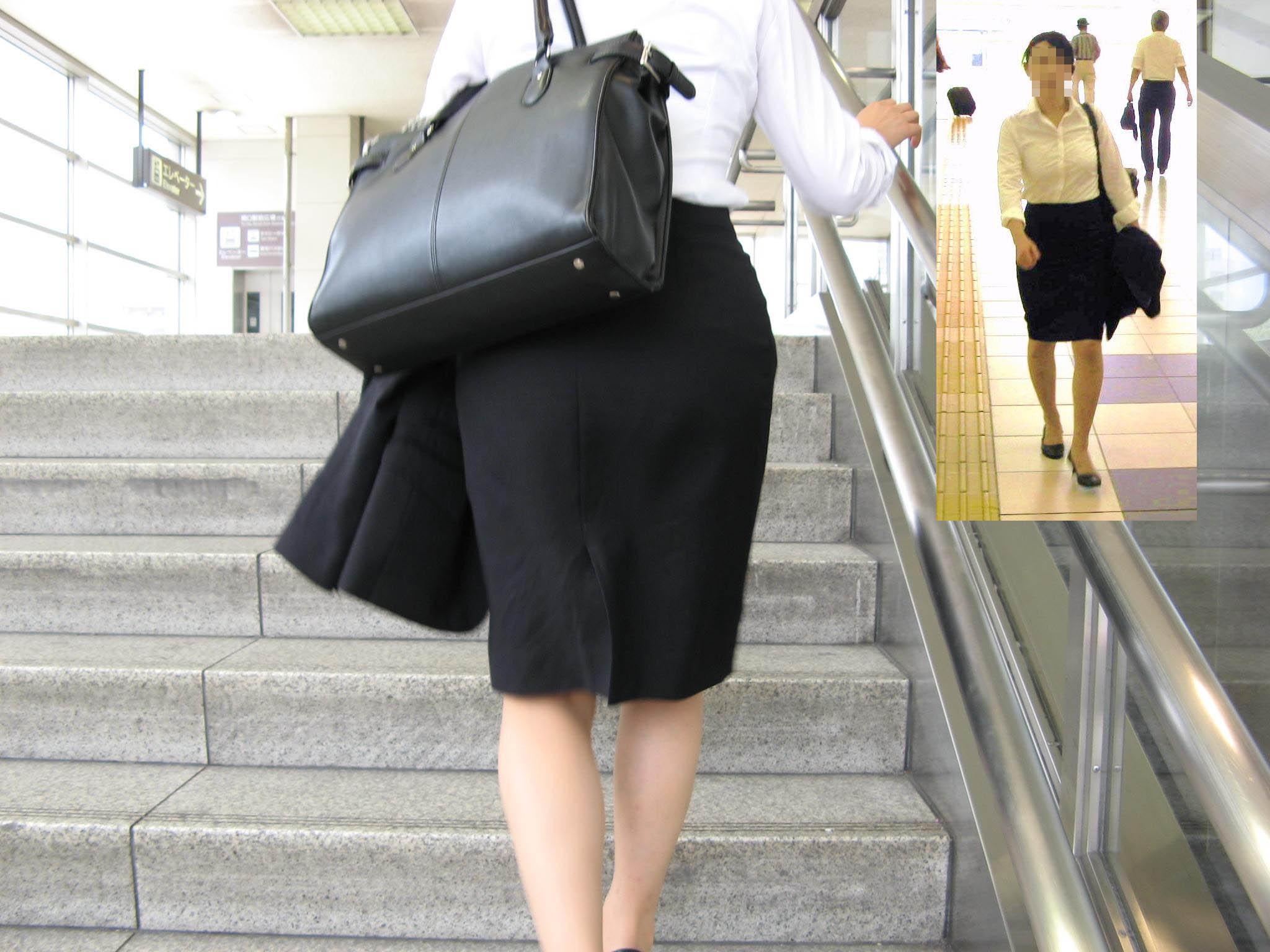 【街撮りリクスーエロ画像】膝下とタイトだけでも十分満たされるwww就活中のリクスー女子たち 02