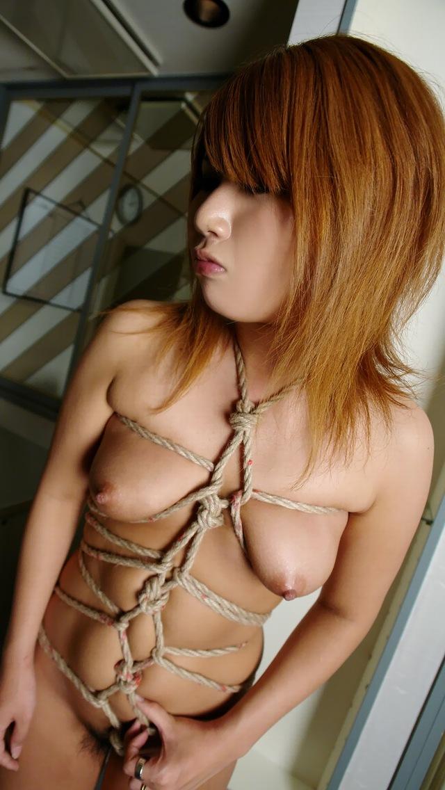 【SMエロ画像】イイ女には縄が似合いますwムチムチ女体の緊縛調教画像 11