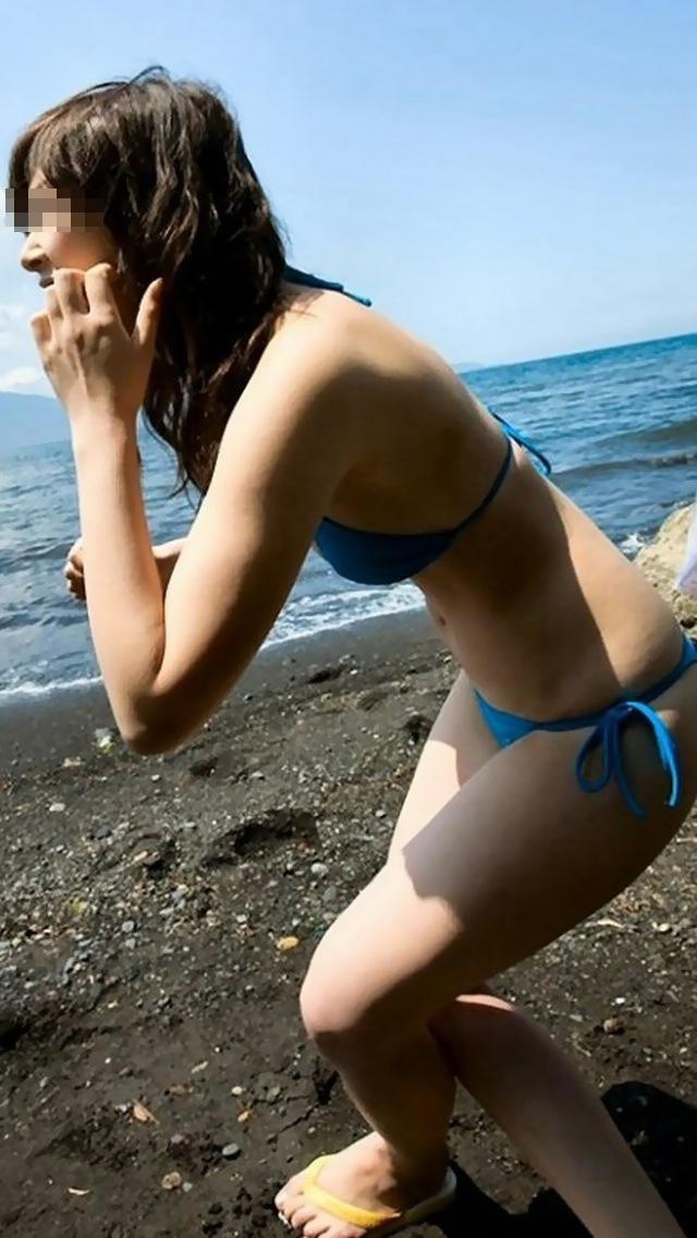 【素人水着エロ画像】海に行ったらビキニギャルだらけで暴れそうな股間隠すので精一杯www  05