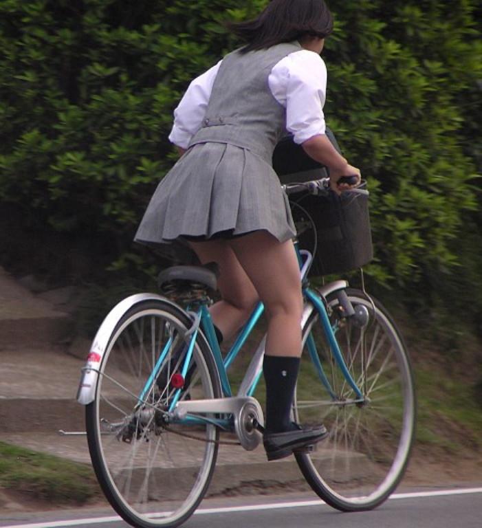 【自転車のエロ画像】サドルになりたくはないけど敷かれたい気持ちは理解したwww自転車に乗ったエロ尻  01