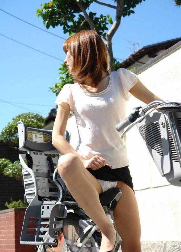 【自転車のエロ画像】サドルになりたくはないけど敷かれたい気持ちは理解したwww自転車に乗ったエロ尻  04