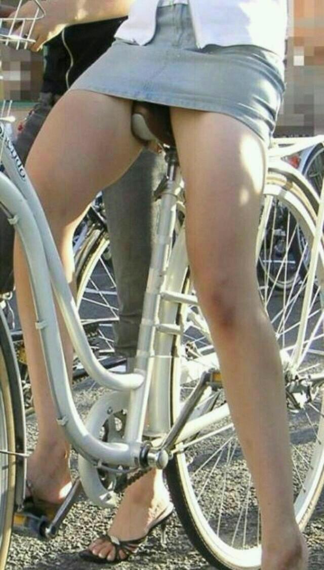 【自転車のエロ画像】サドルになりたくはないけど敷かれたい気持ちは理解したwww自転車に乗ったエロ尻  11