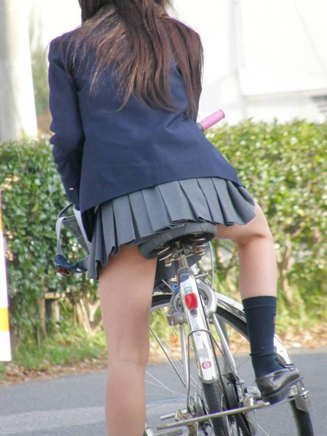 【自転車のエロ画像】サドルになりたくはないけど敷かれたい気持ちは理解したwww自転車に乗ったエロ尻  14
