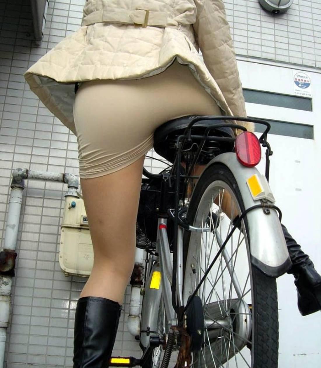 【自転車のエロ画像】サドルになりたくはないけど敷かれたい気持ちは理解したwww自転車に乗ったエロ尻  15