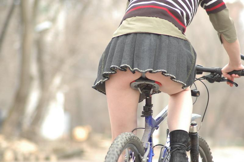 【自転車のエロ画像】サドルになりたくはないけど敷かれたい気持ちは理解したwww自転車に乗ったエロ尻  16