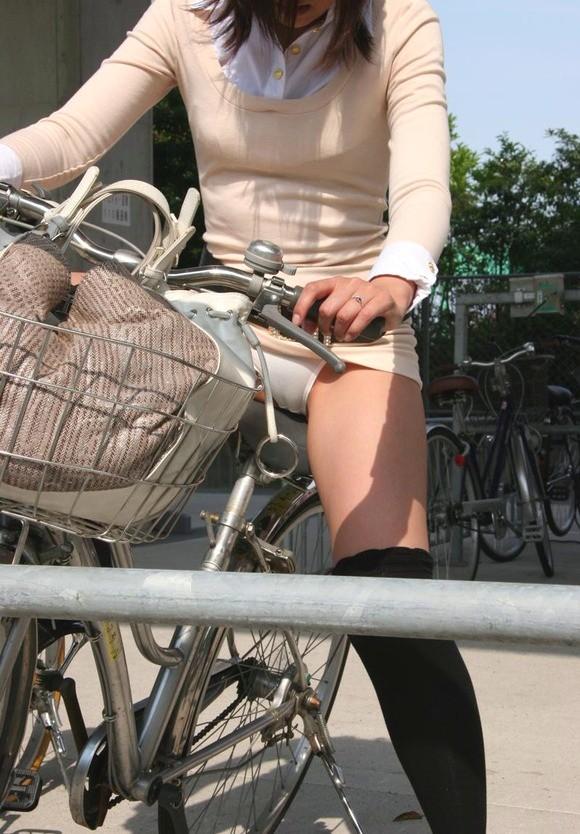 【自転車のエロ画像】サドルになりたくはないけど敷かれたい気持ちは理解したwww自転車に乗ったエロ尻  18