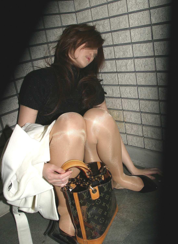 【泥酔女のエロ画像】飲み過ぎ注意!泥酔した素人女子の隙に乗じてイタズラwww  07