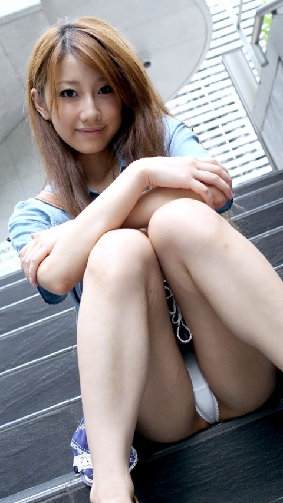 【女の局部エロ画像】陰毛や土手のせいでこんもり膨らんだ女子の股間が卑猥すぎwww  05