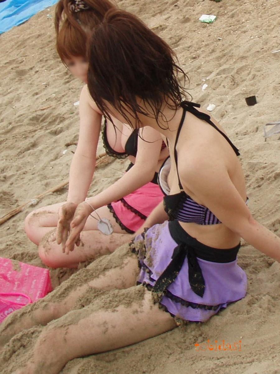 【水着エロ画像】コレが見られるだけでも海に着た甲斐がwww水着から透けポロハプニング  09