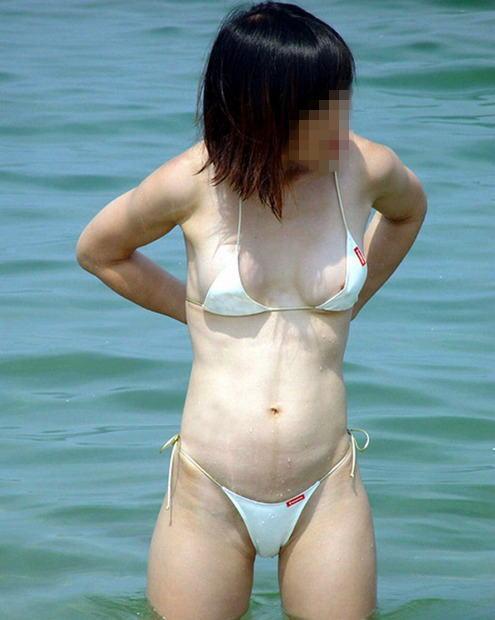 【水着エロ画像】コレが見られるだけでも海に着た甲斐がwww水着から透けポロハプニング  19