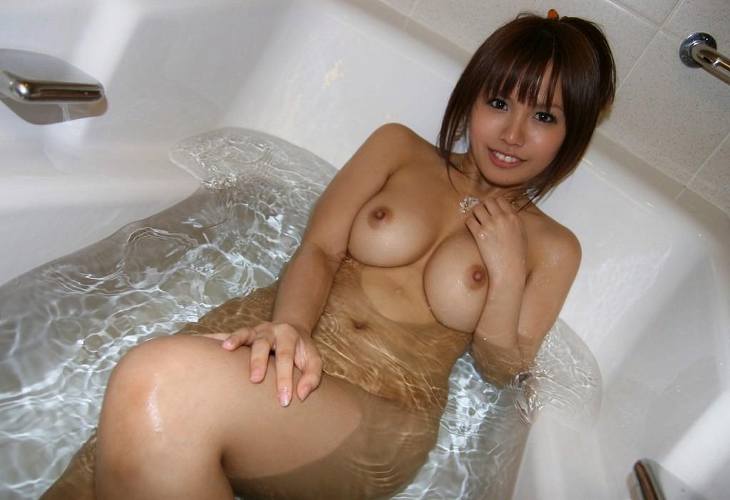 【女子の入浴エロ画像】女の子がお風呂に入ってると聞くだけでたまらんのに現場見せられたら理性崩れそうwww  04