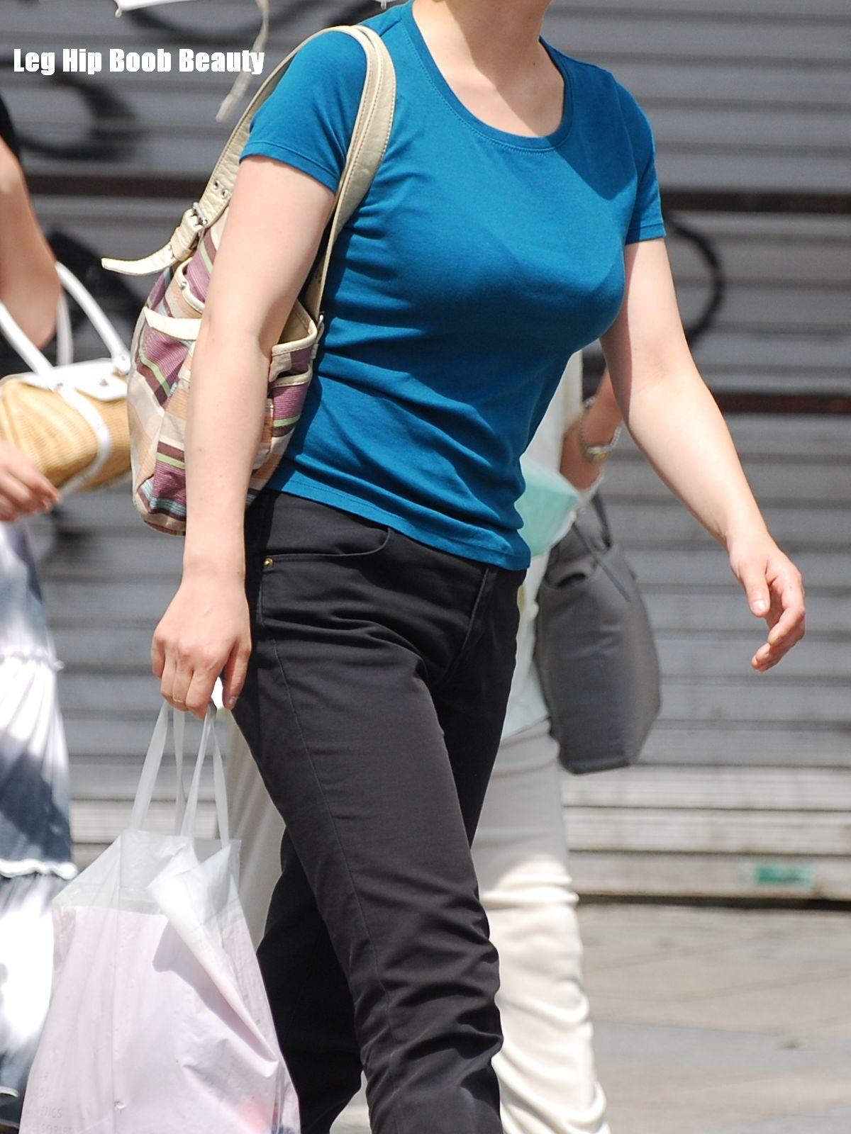 【着衣巨乳エロ画像】デカすぎて隠せない着衣巨乳www街で見かけたインパクト大な素人女子の乳袋  09