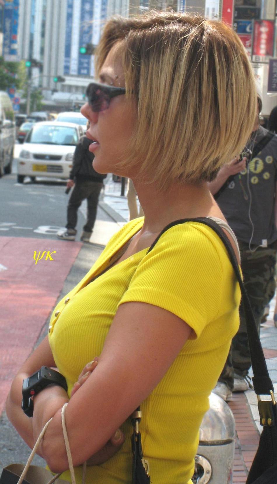 【着衣巨乳エロ画像】デカすぎて隠せない着衣巨乳www街で見かけたインパクト大な素人女子の乳袋  11