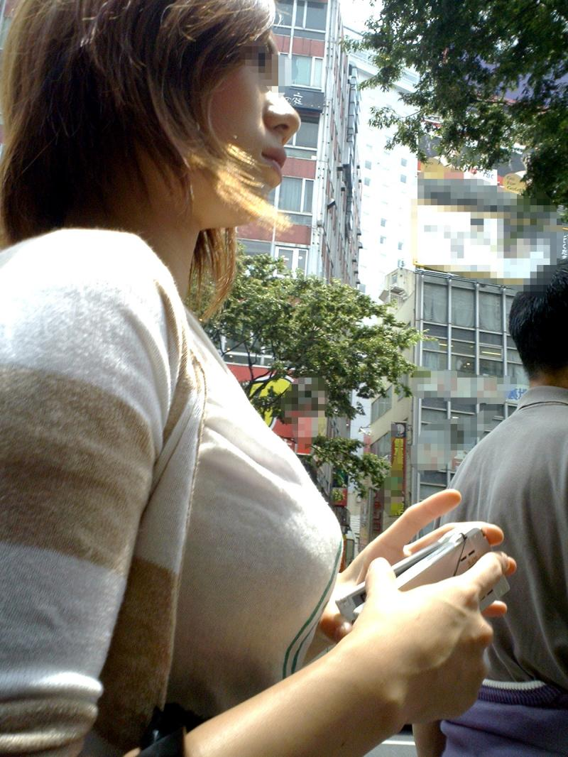 【着衣巨乳エロ画像】デカすぎて隠せない着衣巨乳www街で見かけたインパクト大な素人女子の乳袋  12