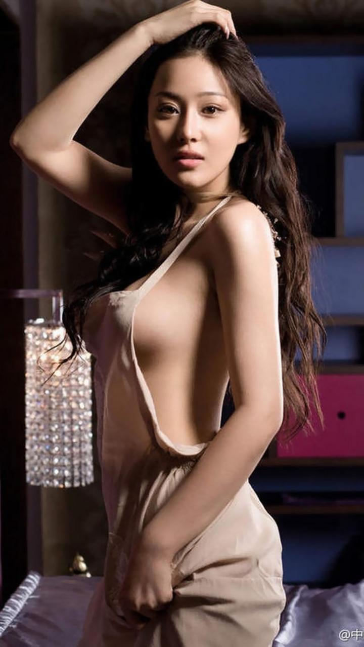 【コスプレエロ画像】嫁がこんな格好だったら即押し倒すわw裸エプロンのハミ乳姿の破壊力www  18