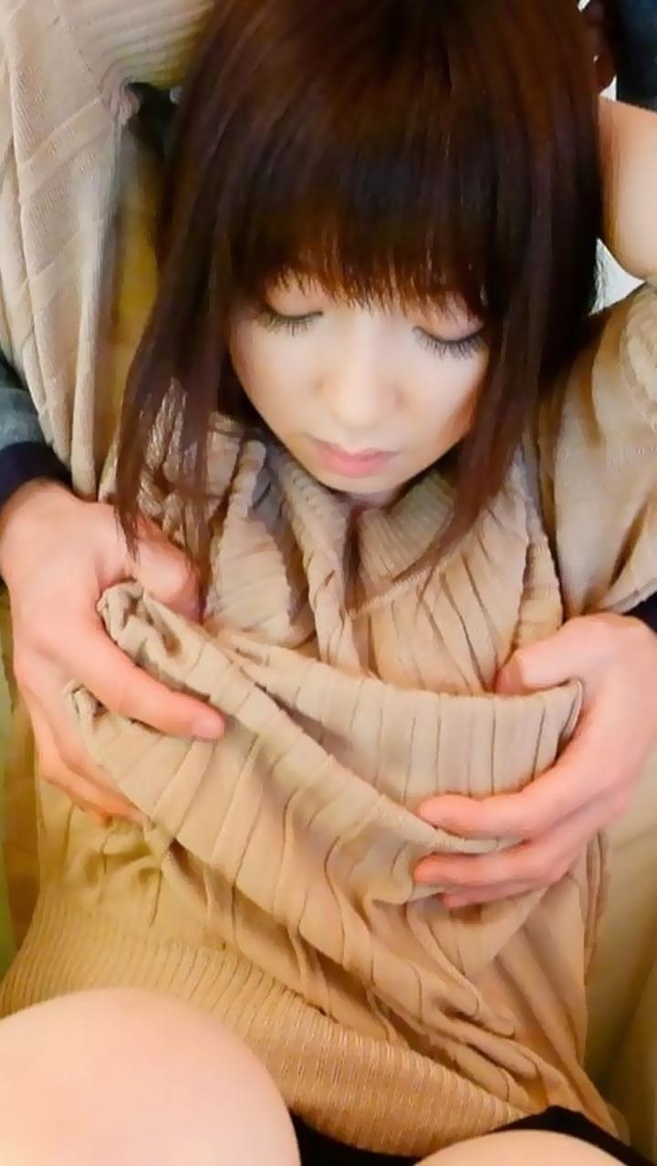 【乳揉みエロ画像】直接触ってと言わせるまでw着衣の上からおっぱい揉まれる女たち  17