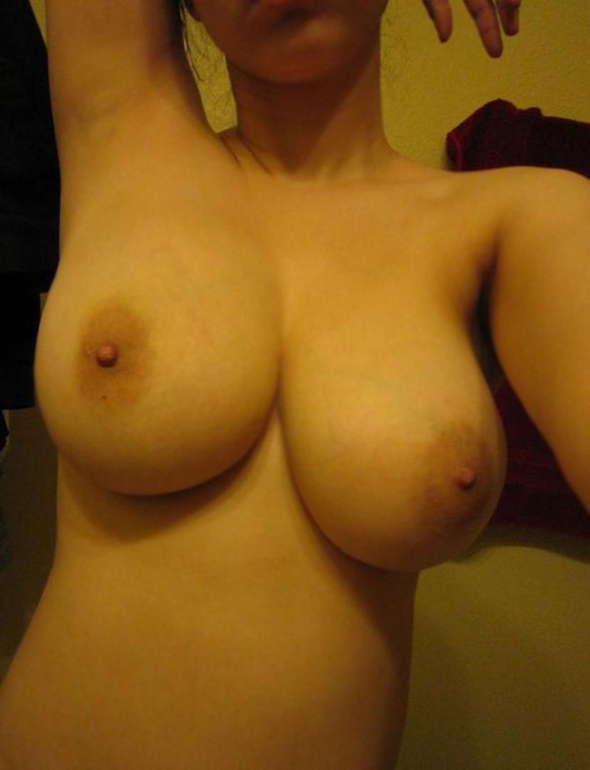 【素人巨乳エロ画像】侮れない巨乳を持った素人女子たちが見せた特盛りの生乳で今夜も暴発www  05