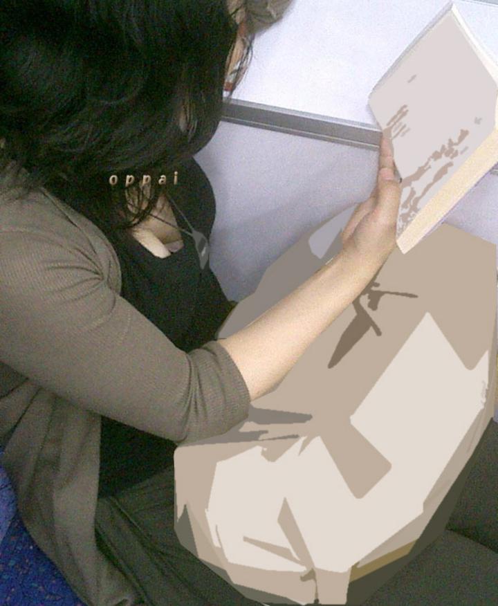 【胸チラエロ画像】ギャルもママさんも、油断してたらこうやって…隙だらけの胸チラ激写!  05