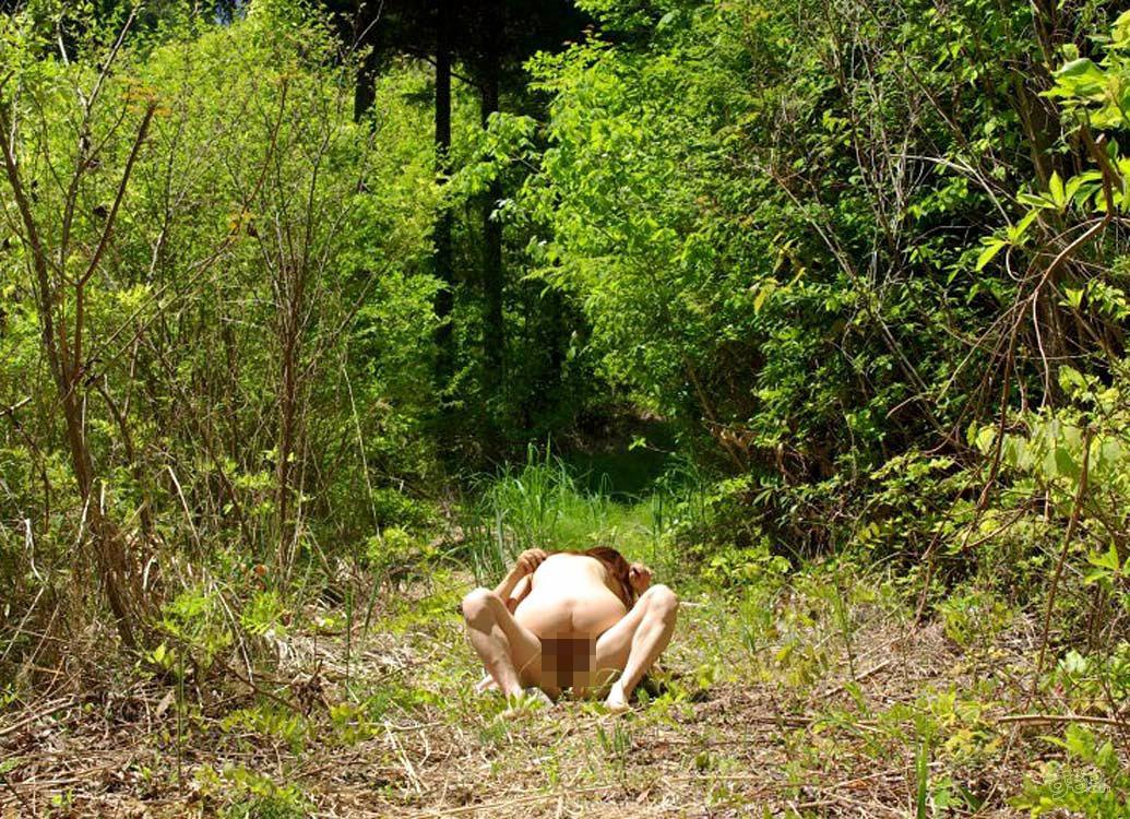 【露出エロ画像】盛り過ぎて野外で結合www変態カップル達の生々しい青姦画像  11