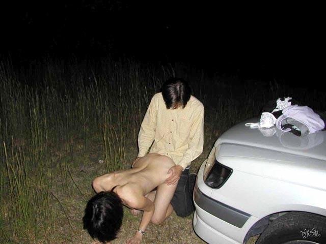 【露出エロ画像】盛り過ぎて野外で結合www変態カップル達の生々しい青姦画像  13