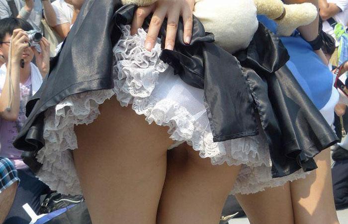 【コスプレエロ画像】パンツ無いから問題ないらしくてもやはり卑猥でしかないコスプレイヤーのパンモロwww  001