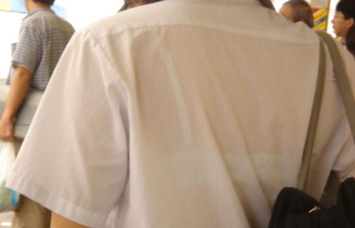 【透けブラエロ画像】衣替え完了!ブラウスになったJKたちの透けブラが見放題のこの時期www  001
