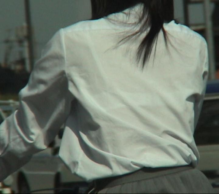 【透けブラエロ画像】衣替え完了!ブラウスになったJKたちの透けブラが見放題のこの時期www  17