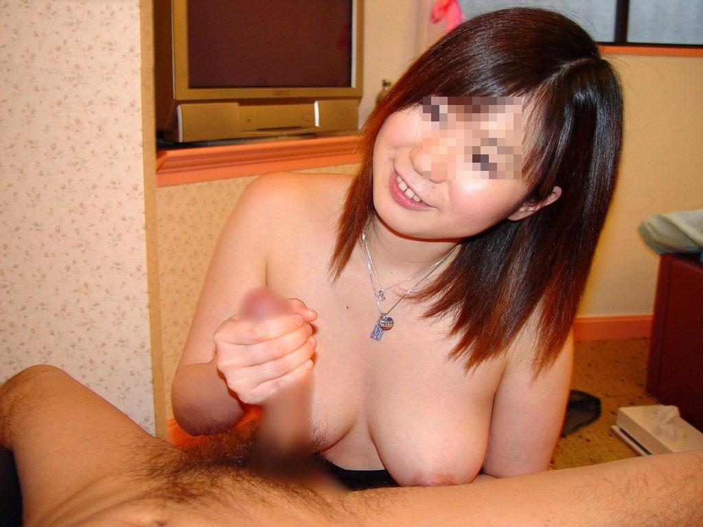 【手コキエロ画像】顔か竿を見つめながらやってくれる手コキが一番気持ちいいwww  06