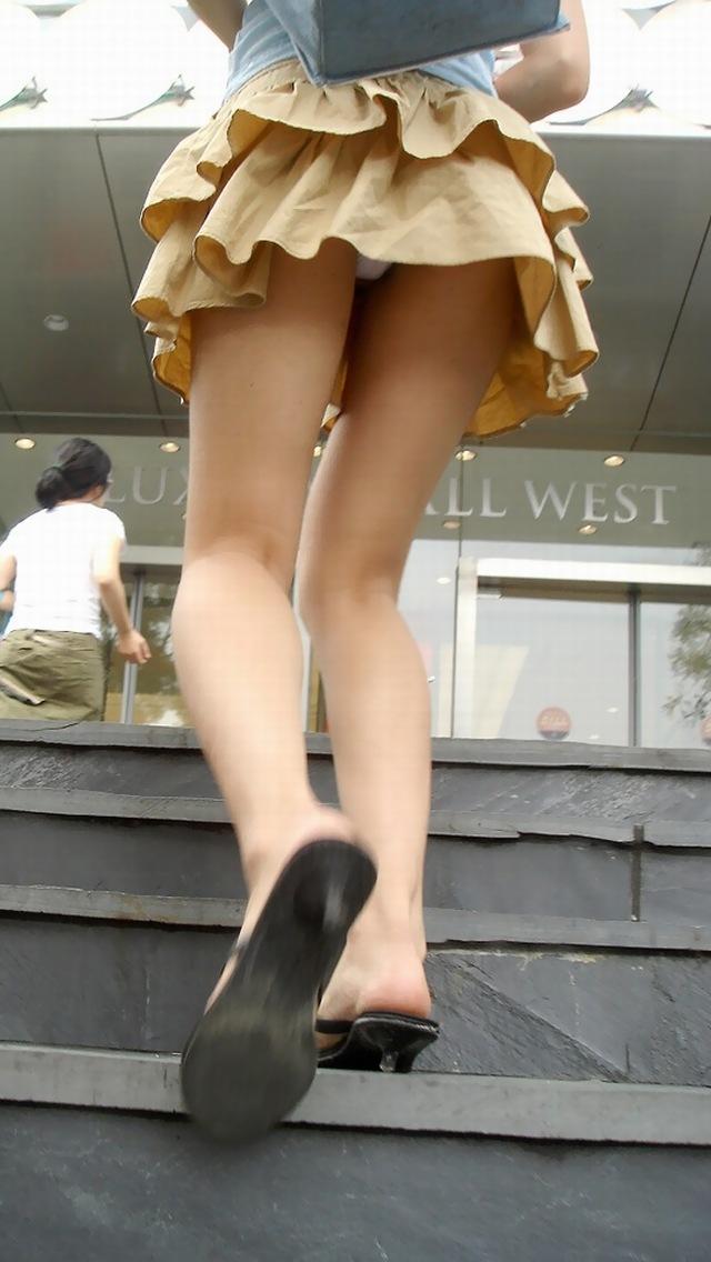 【パンチラエロ画像】靴紐結びなおすフリして…見上げた先に絶品のミニスカパンチラwww  10