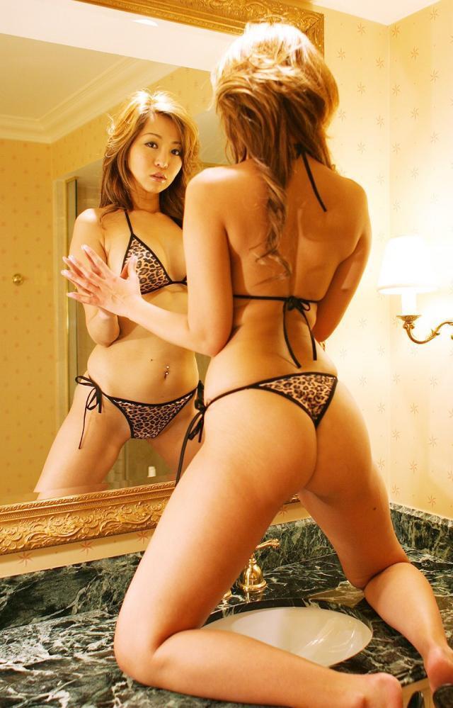 【下着エロ画像】身に着けてたら痴女にしか見えないw豹柄セクシー下着姿の美女たち  03