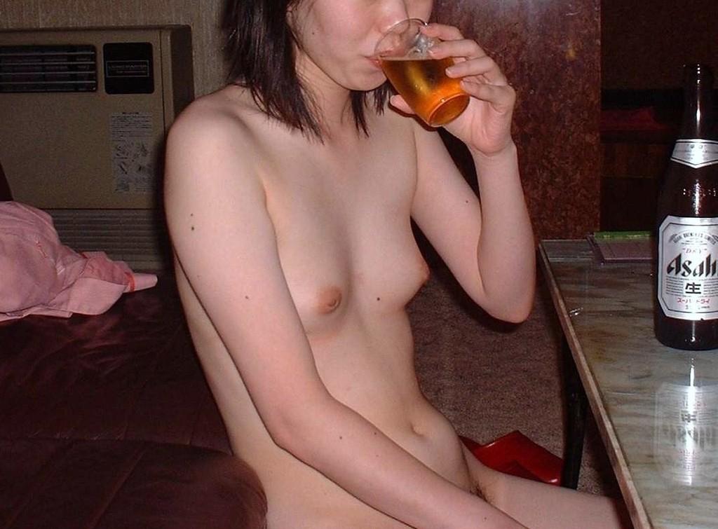 【素人エロ画像】ヤる前ヤッた後どっちもくっそエロいねwwwラブホで全裸待機中の素人女子  17