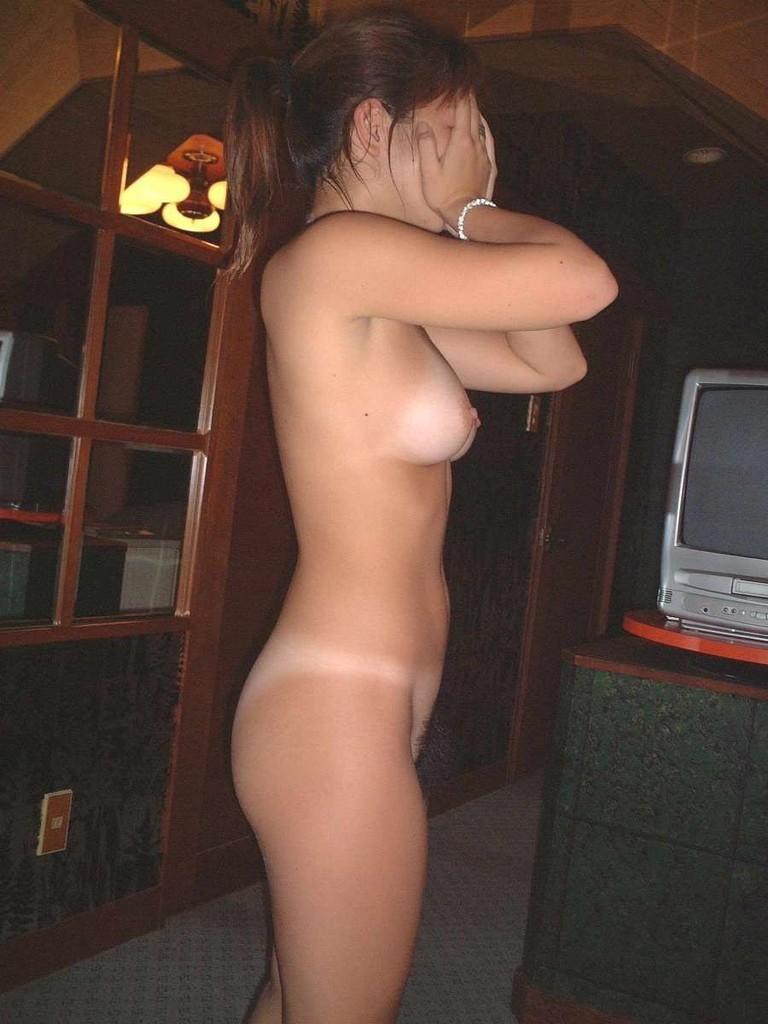 【素人エロ画像】ヤる前ヤッた後どっちもくっそエロいねwwwラブホで全裸待機中の素人女子  18