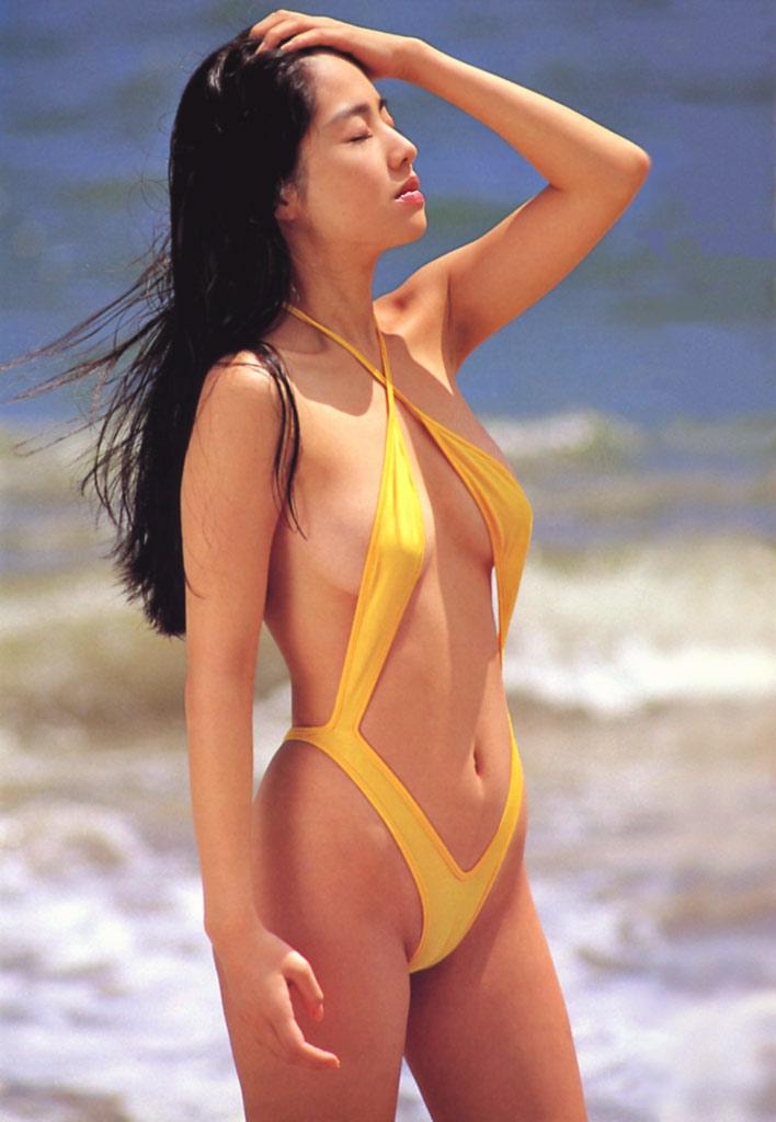 【水着エロ画像】性方面にしか実用性がないw着エロアイドルがよく着てる露出過多な水着  01