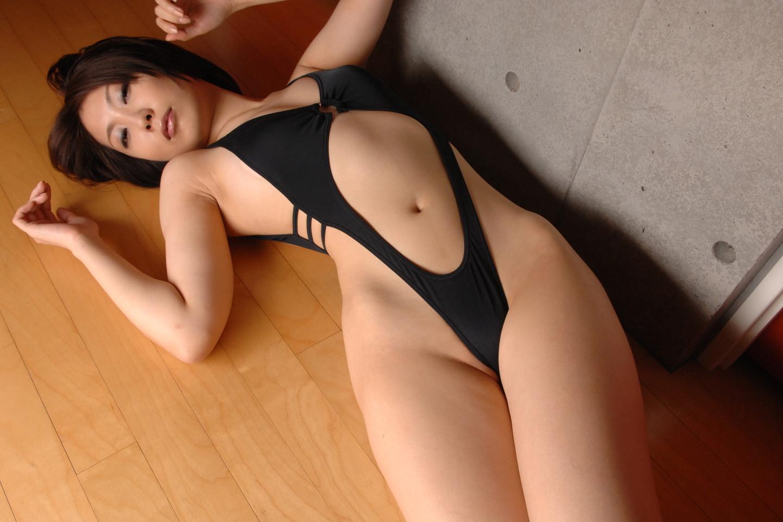 【水着エロ画像】性方面にしか実用性がないw着エロアイドルがよく着てる露出過多な水着  05