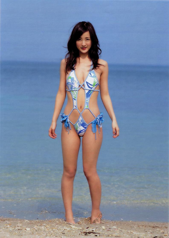 【水着エロ画像】性方面にしか実用性がないw着エロアイドルがよく着てる露出過多な水着  10
