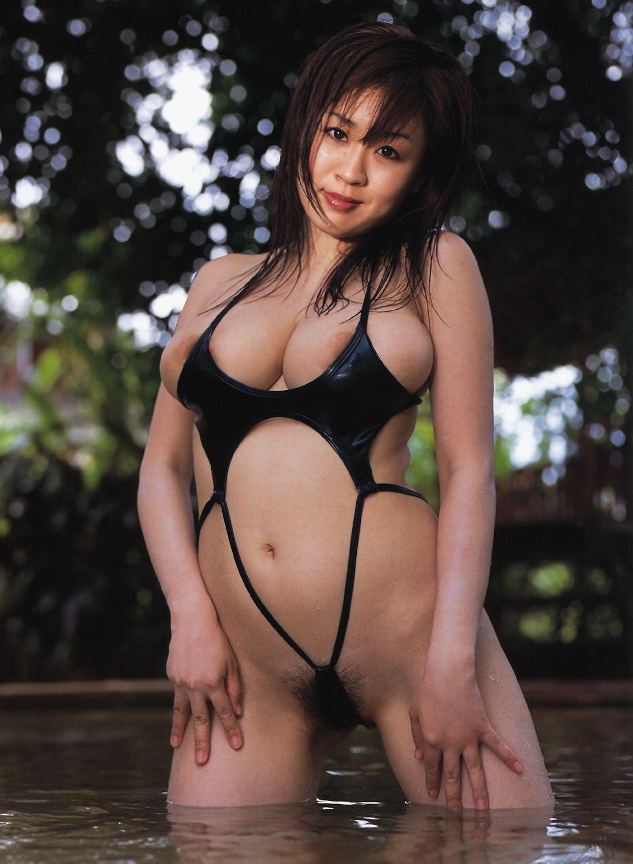 【水着エロ画像】性方面にしか実用性がないw着エロアイドルがよく着てる露出過多な水着  11