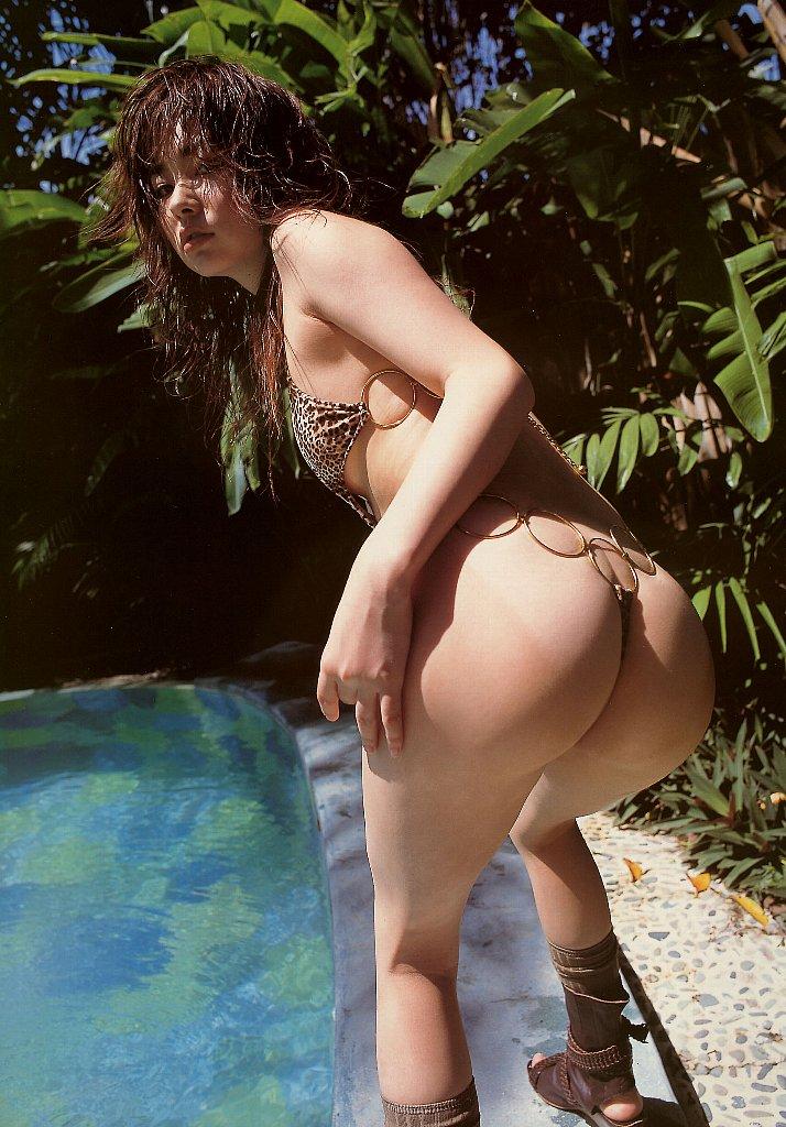 【水着エロ画像】性方面にしか実用性がないw着エロアイドルがよく着てる露出過多な水着  13