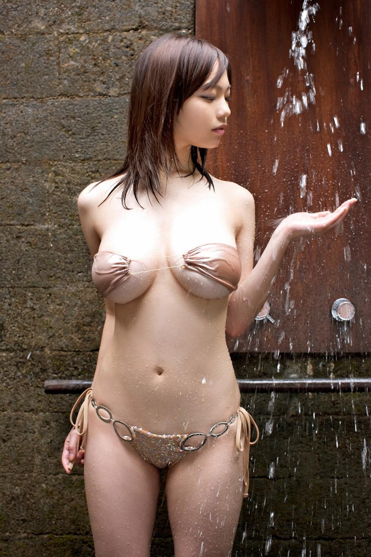 【水着エロ画像】性方面にしか実用性がないw着エロアイドルがよく着てる露出過多な水着  15
