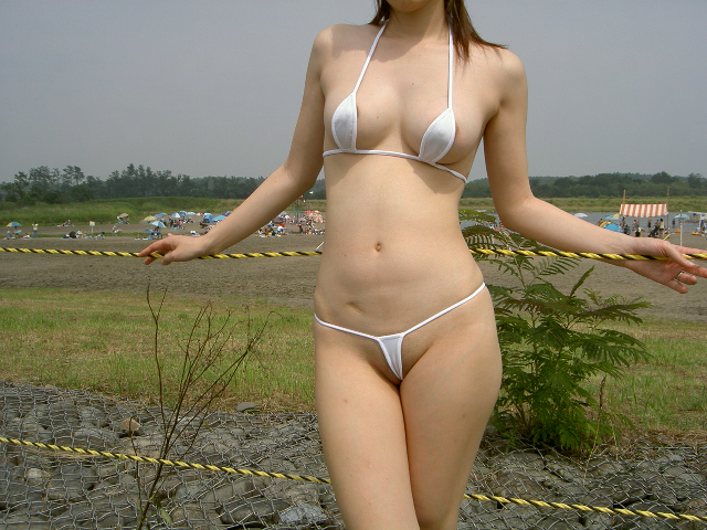 【水着エロ画像】性方面にしか実用性がないw着エロアイドルがよく着てる露出過多な水着  20