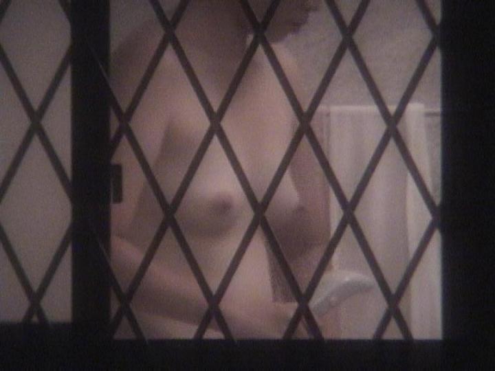 【民家覗きエロ画像】出くわせば幸運www偶々開いてた窓の奥から見えた入浴・脱衣風景  05
